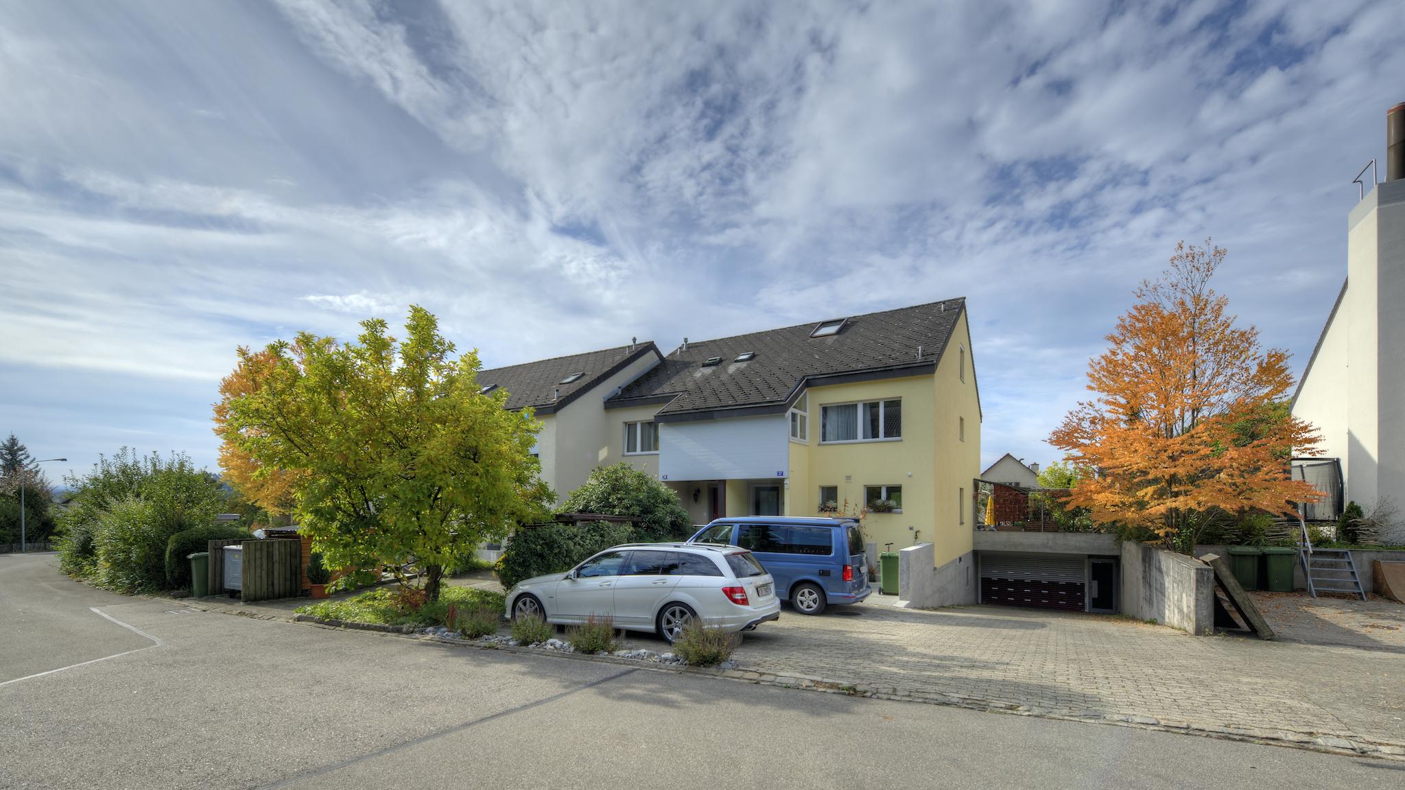 Garagenzufahrt und Parkplatz