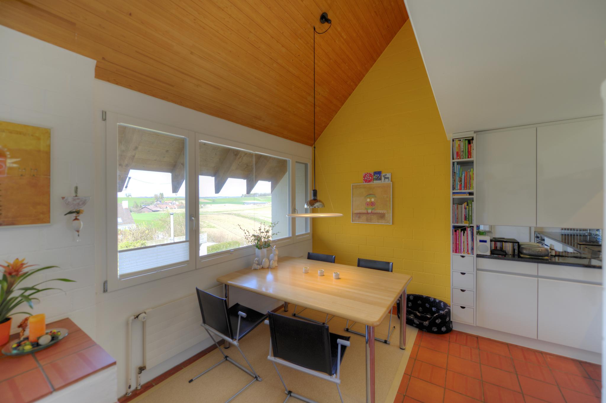Die helle Küche mit Aussicht