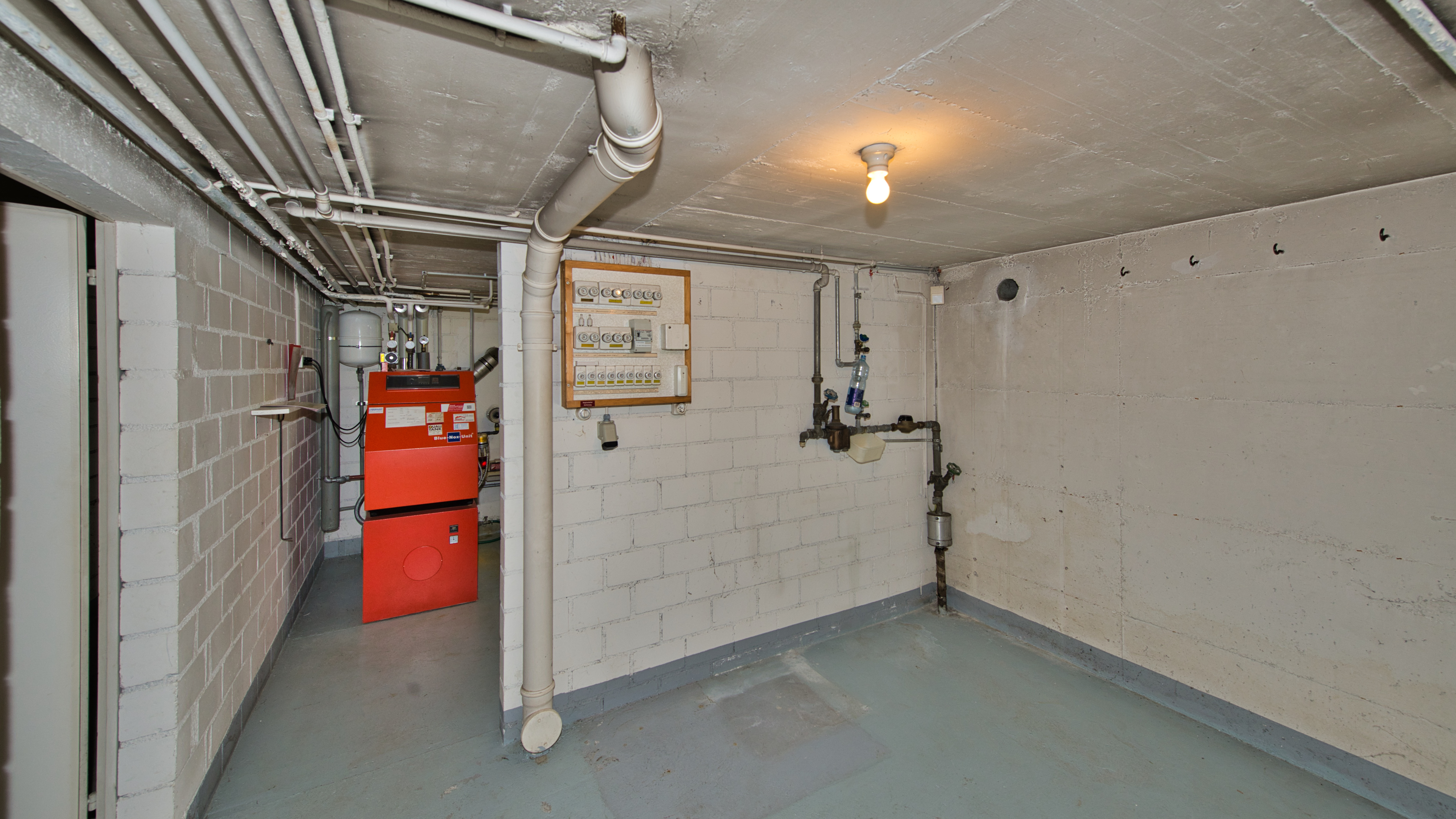 Technikraum mit Keller