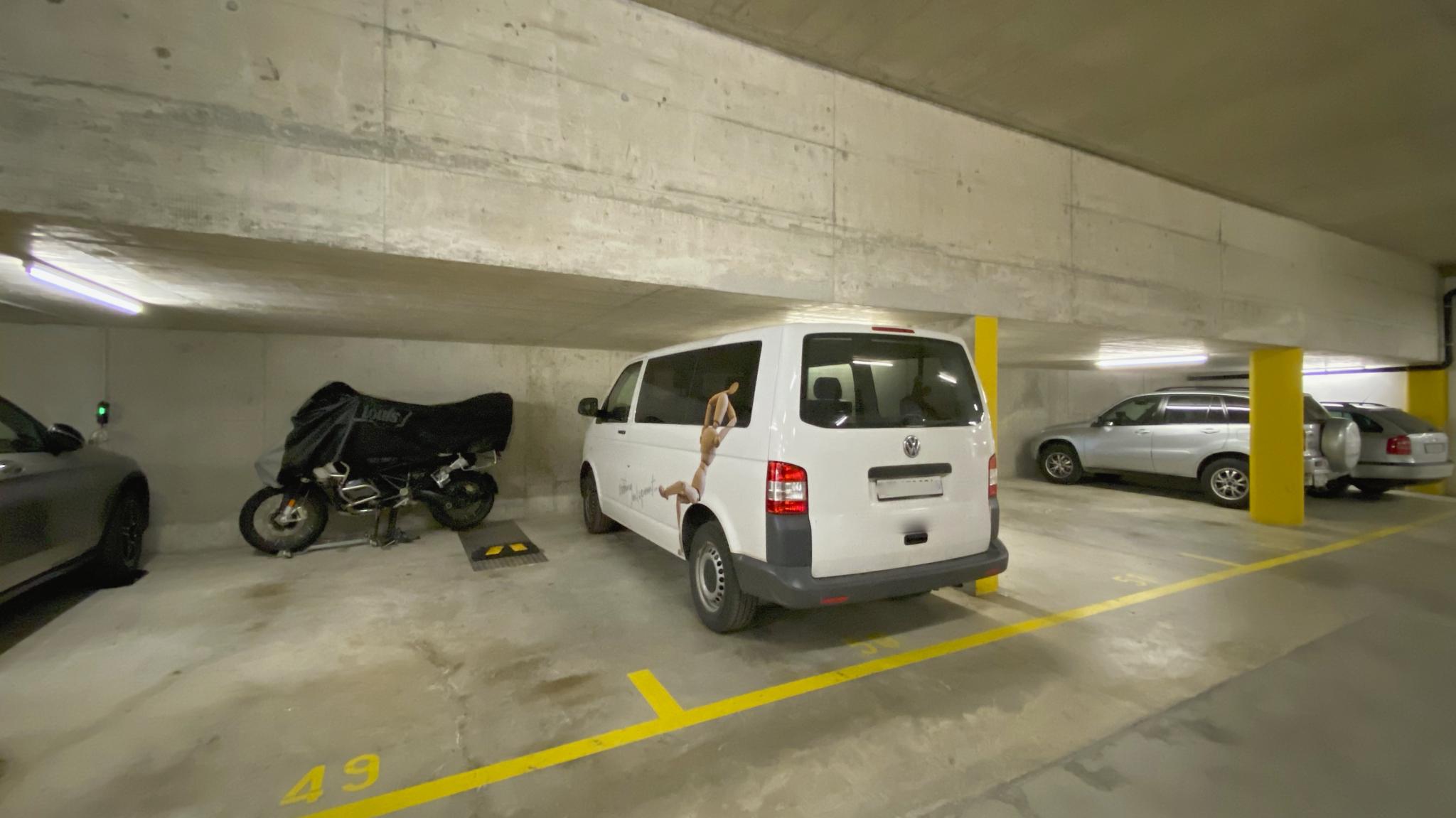 Garagenplatz 1 (Platz wo das weisse Auto steht)