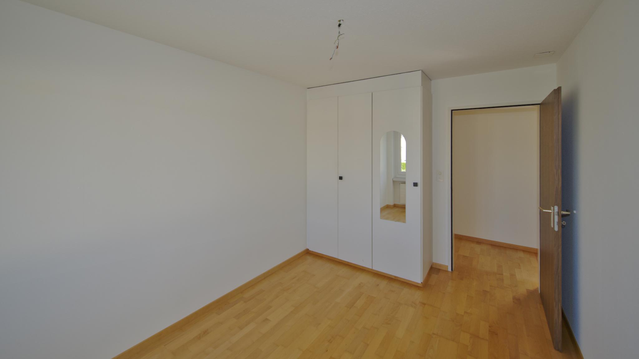 Zimmer rechts mit dem Einbauschrank
