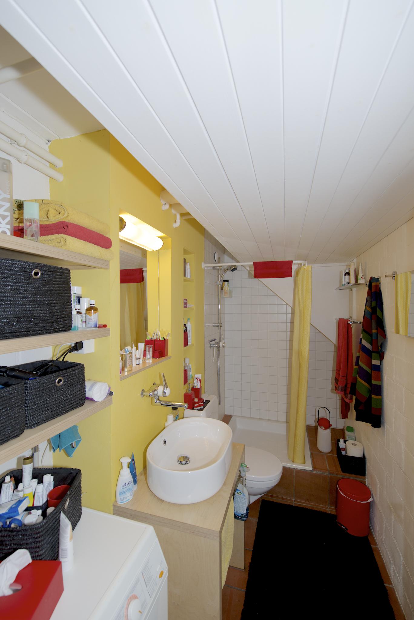 Dusche/WC mit der Waschmaschine