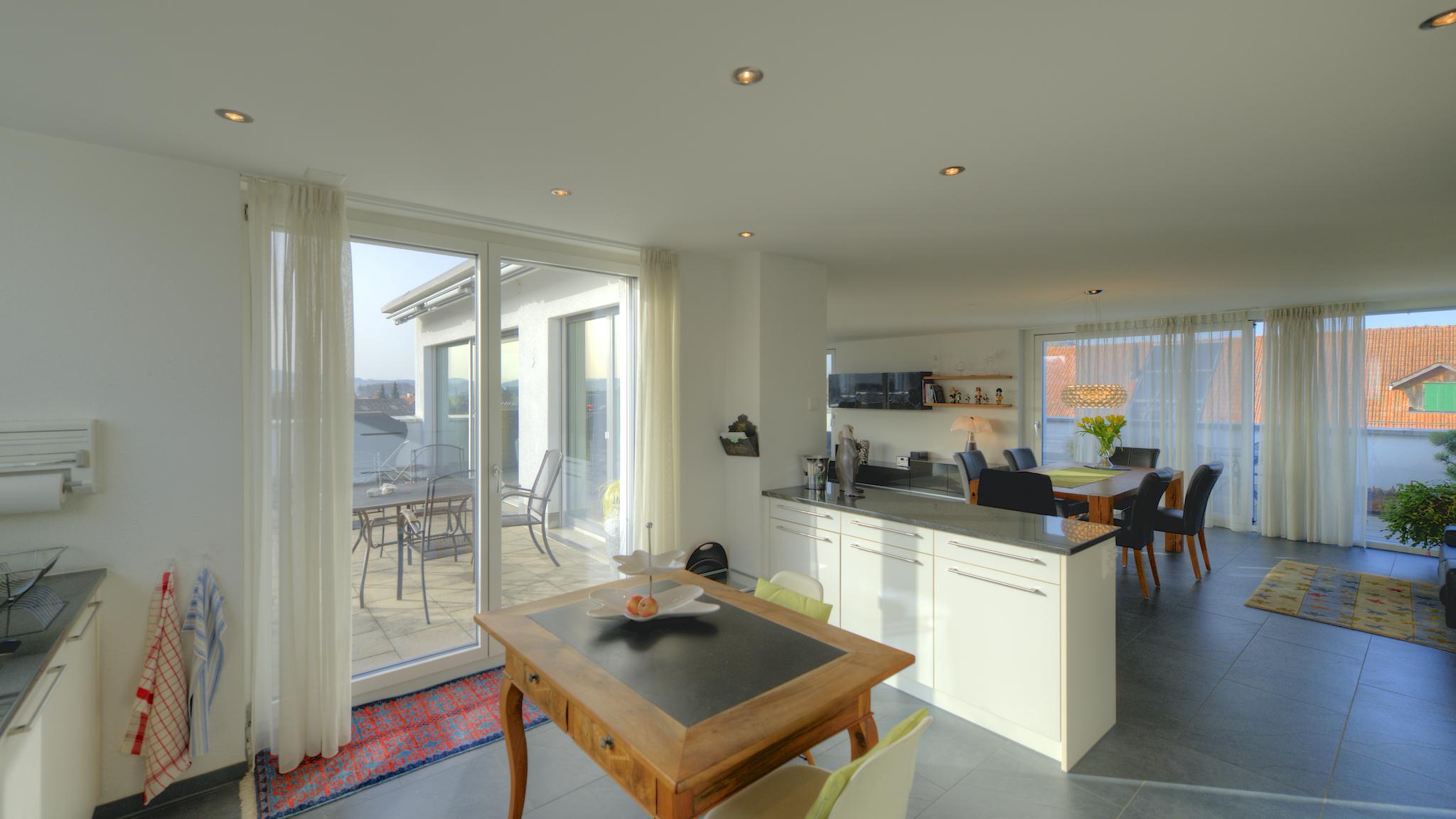 Küche mit dem Ausgang auf die Terrasse
