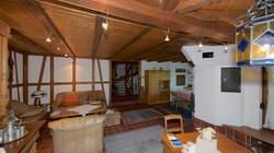 Blick vom Wohnzimmer Richtung Vorplatz und Küche