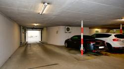 Garage mit der Zufahrt