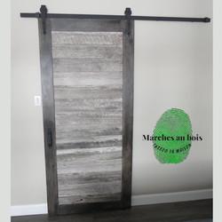Porte avec planches de grange