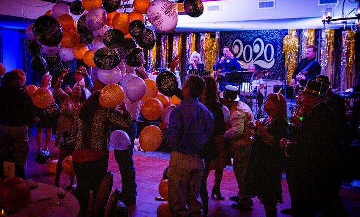 2020 NYE Balloons dropping.jpg