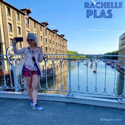 Rachelle Plas livestreams harmonica
