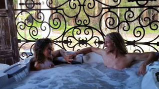 Jacuzzi at Executive Suite.jpg