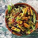 Salade avec tofu mariné et sauté