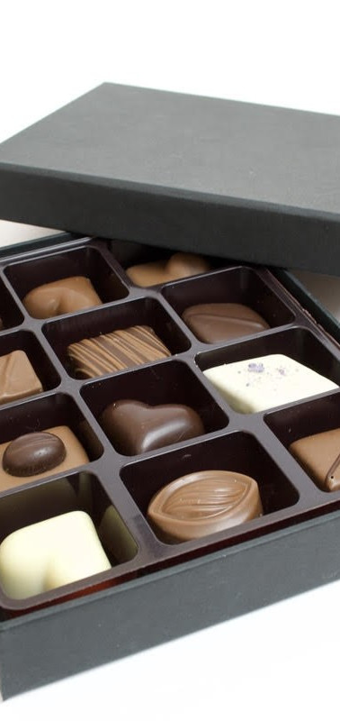 12PC CHOCOLATE GIFT BOX FILLED WITH 12 F