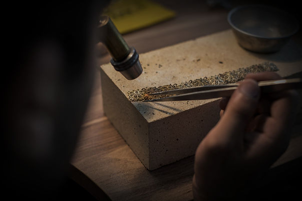 jewelry-maker-making-finr-expensive-jewe