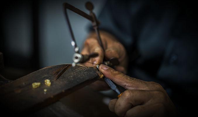 thai-jeweler-handles-jewelry-precious-st