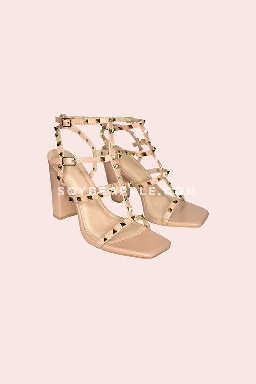 Zapato estilo valentino con tacón chunky camel