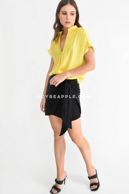 Blusa cuello V manga corta amarilla