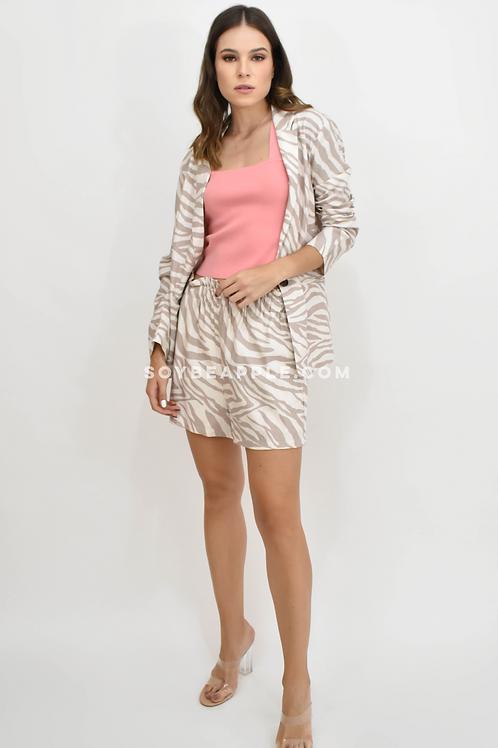 Set blazer y short print zebra tonos beige