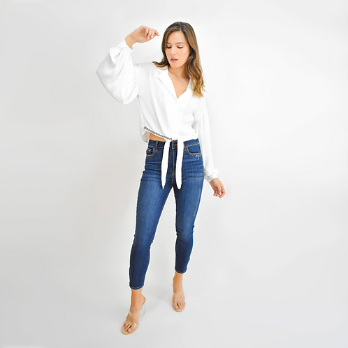 Blusa manga larga botones y nudo al frente blanca