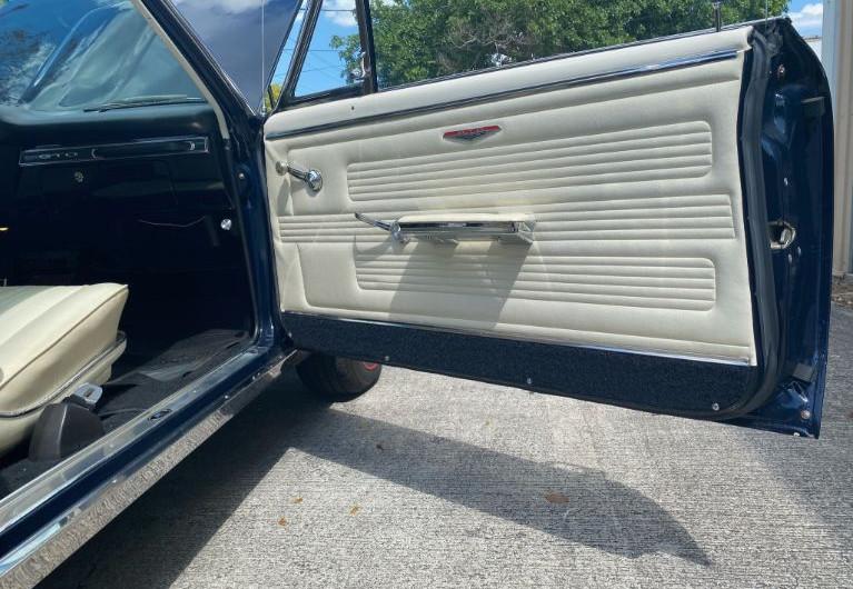 1967 Pontiac GTO - right side door