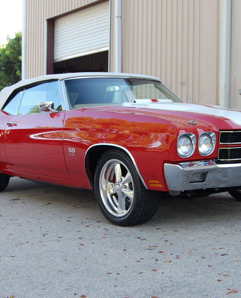 Muscle car (red) + racing stripes