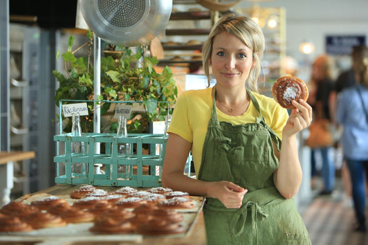 Kate Quilton - Superfoods - C4 - Cinnamon filming in Denmark