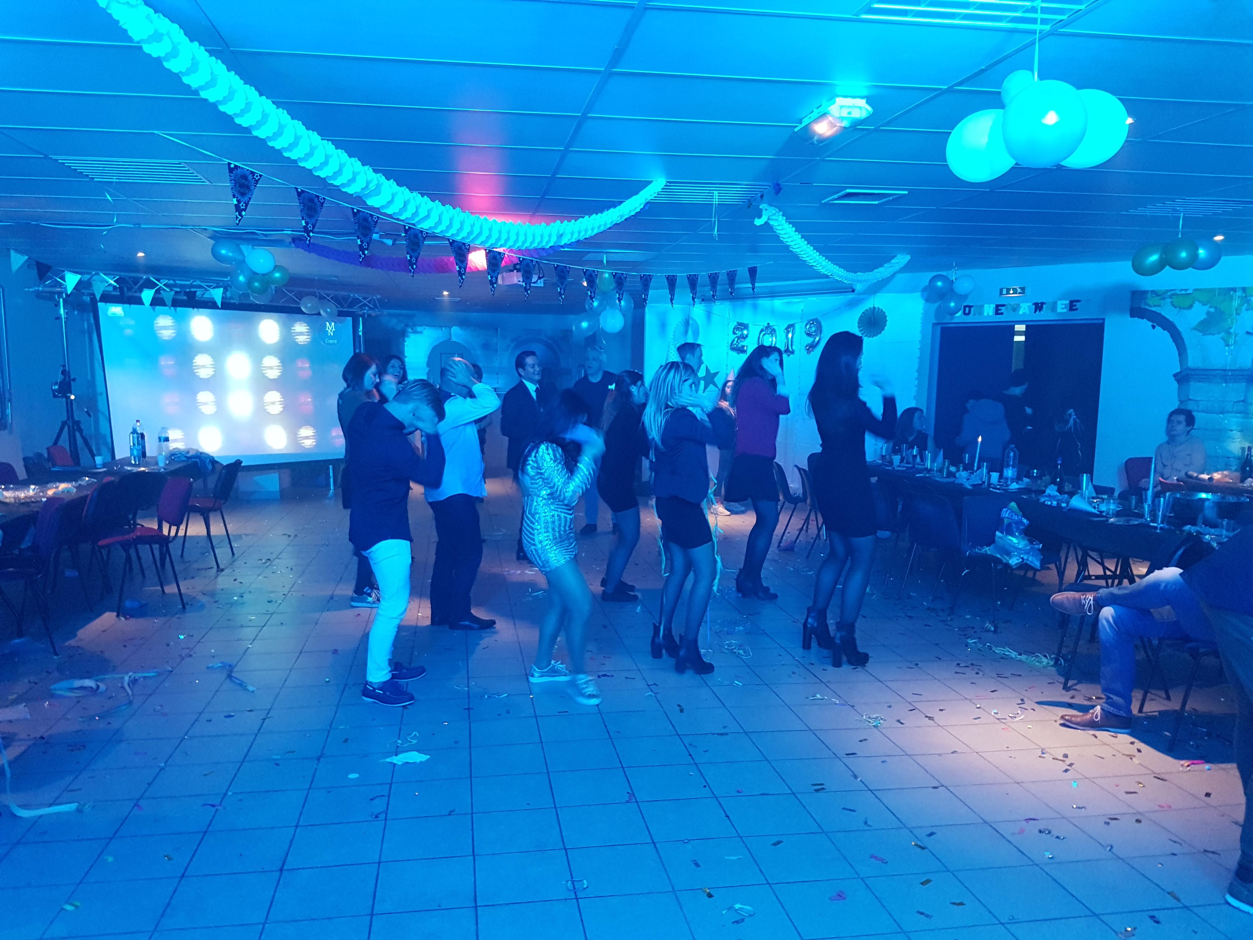 Piste de danse avec écran lumineux