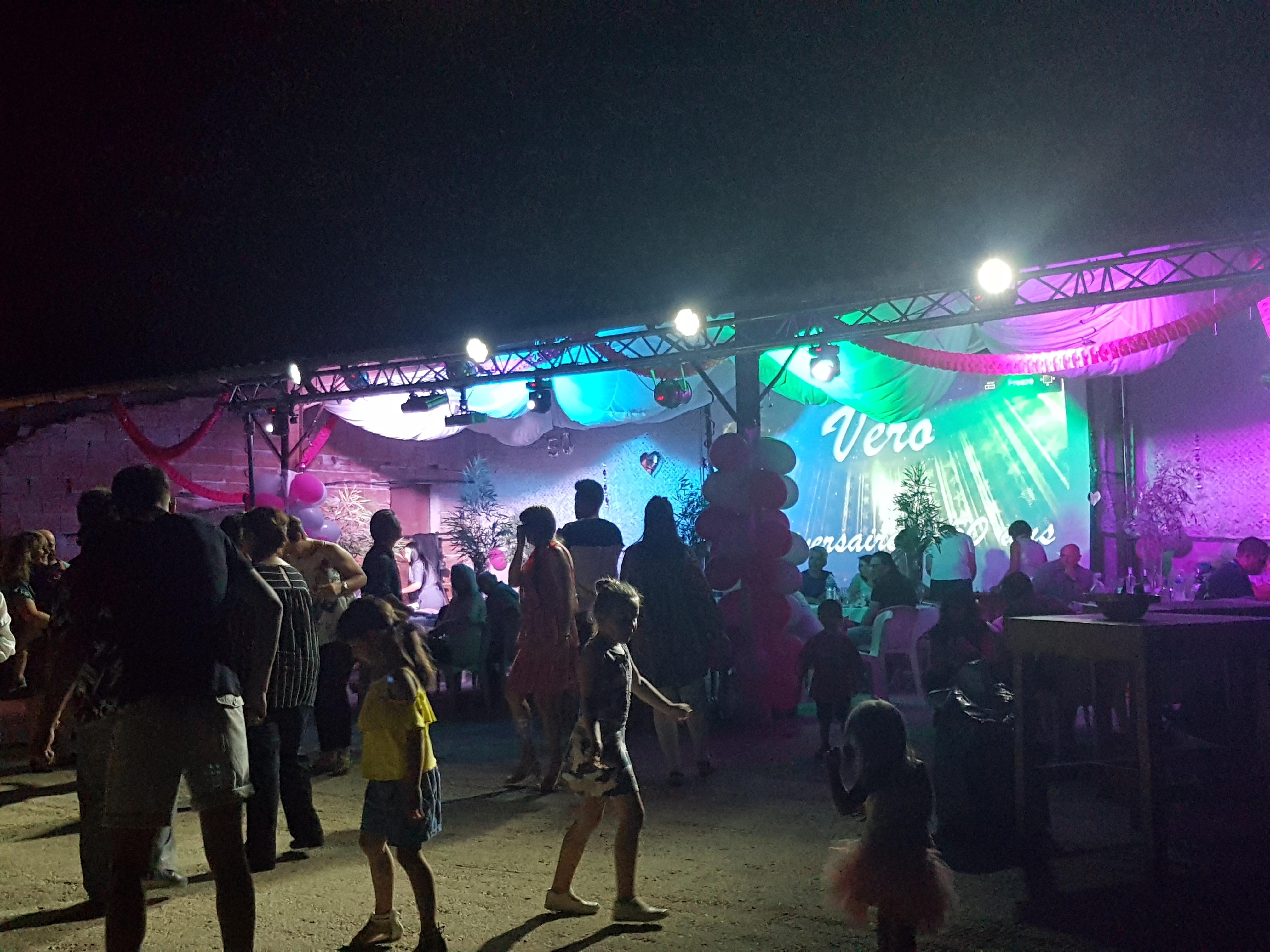 Mise en scène dansante show lights