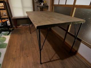 カフェに鉄脚テーブルと木テーブル7脚納入しました。