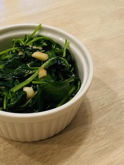 Wilted Garlicky Spinach