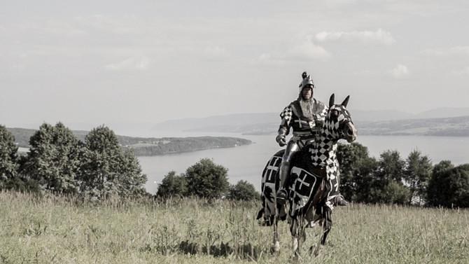 Til hest! I full mundur!