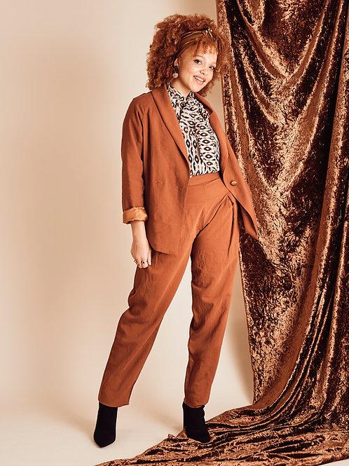 Pantalon fuseau Daphné ocre rouge.