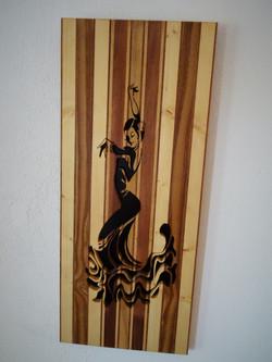 Panneau_lamellé_collé_chantourné_-_Danseuse_flamenco_(1)