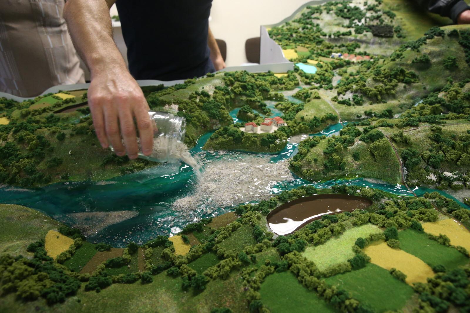 Maquettes hydrauliques de bassin
