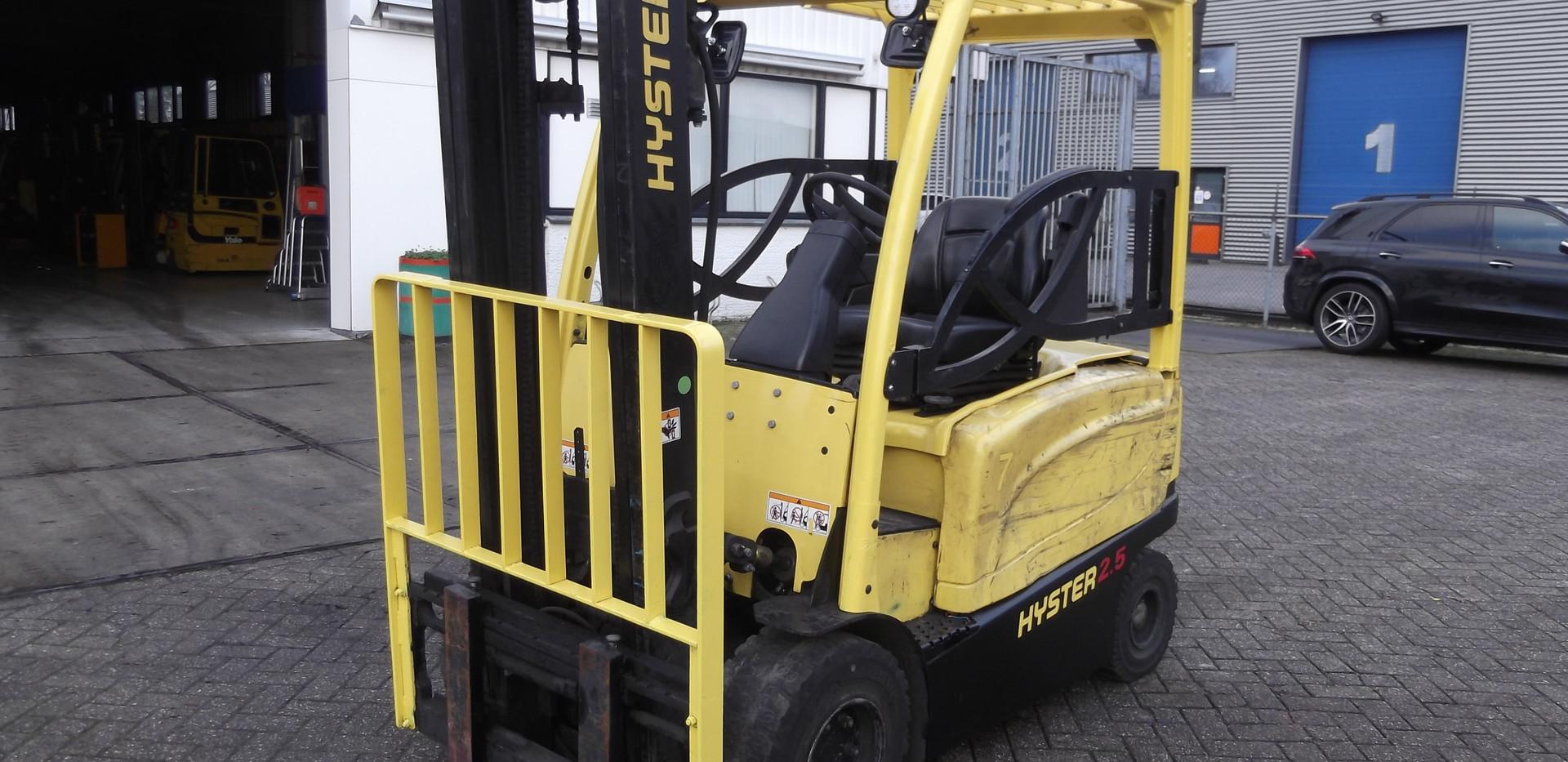 Hyster elektro viljuškar 2500 kg nosivosti, BROJ TT911
