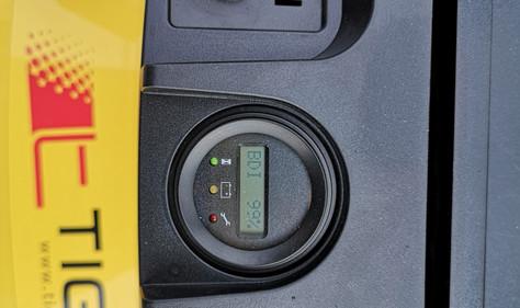 Ključ za paljenje, displej sa podacima o bateriji, statusu viljuškara, pečurka za hitno gašenje viljuskara