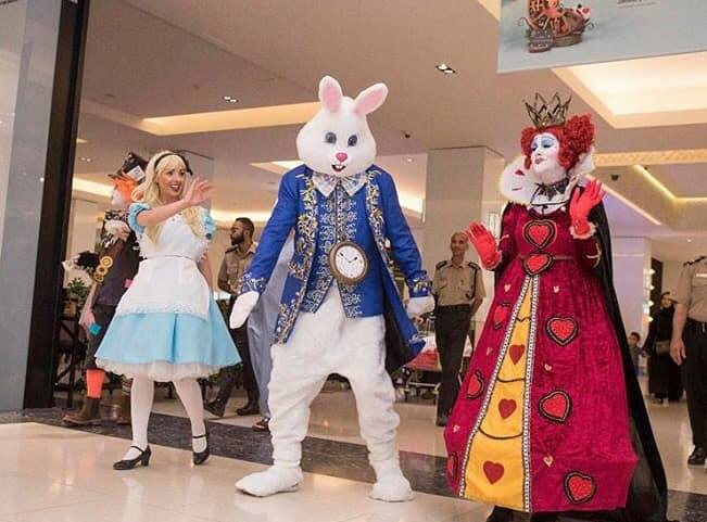 Alice, White Rabbit & Queen Of Hearts