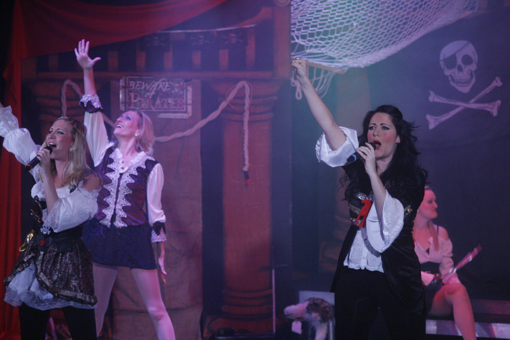 Pirate Singers & Dancers