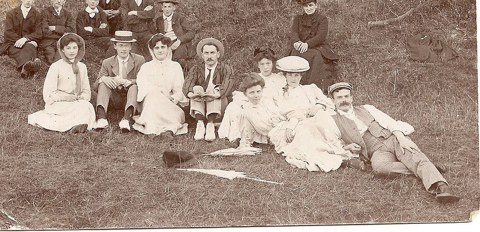 Foxwell family and friends in 1907 Cornw