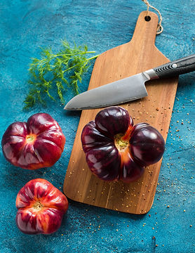 black-handle-knife-with-vegetables-21104
