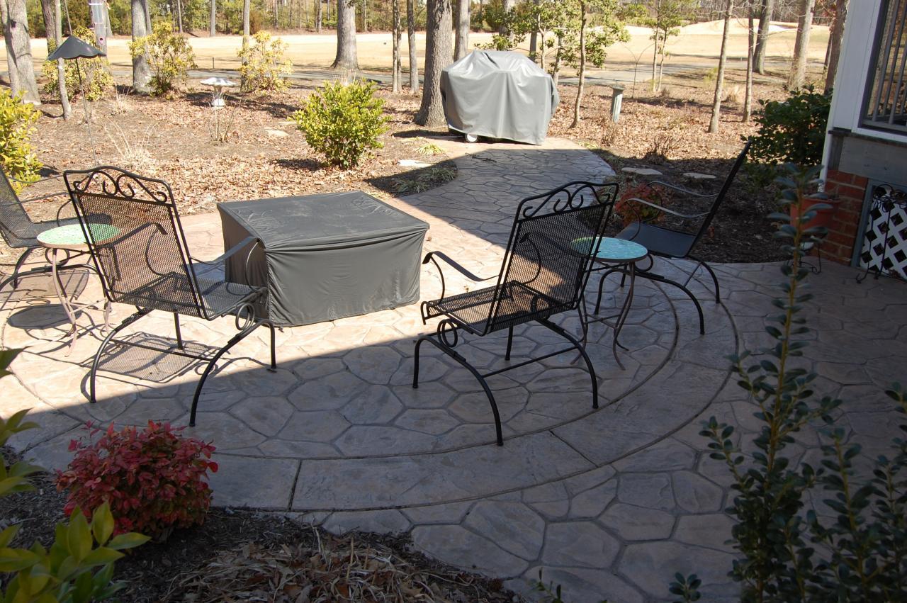 Field Stone Pattern Patio