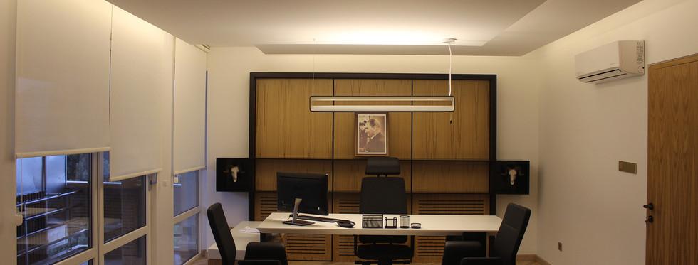 executivedesk-003