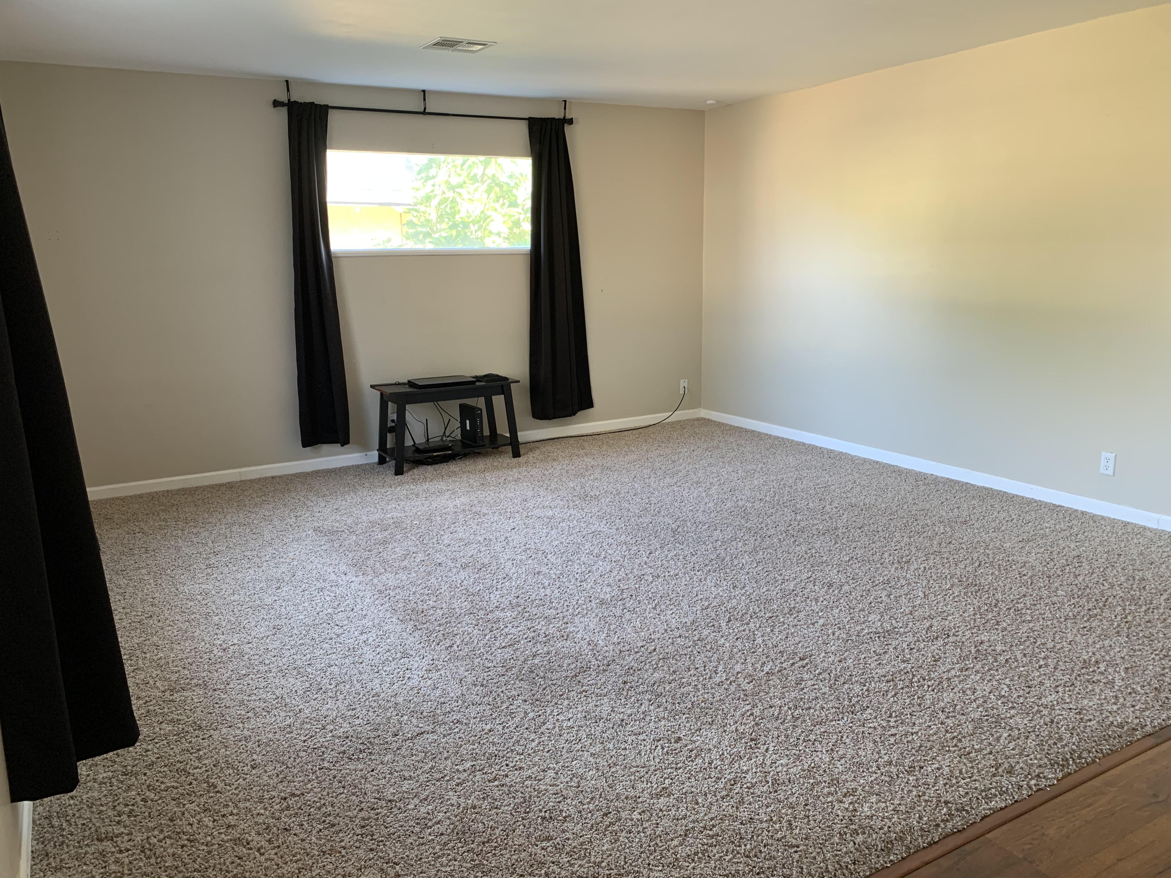 2114 Flint livingroom