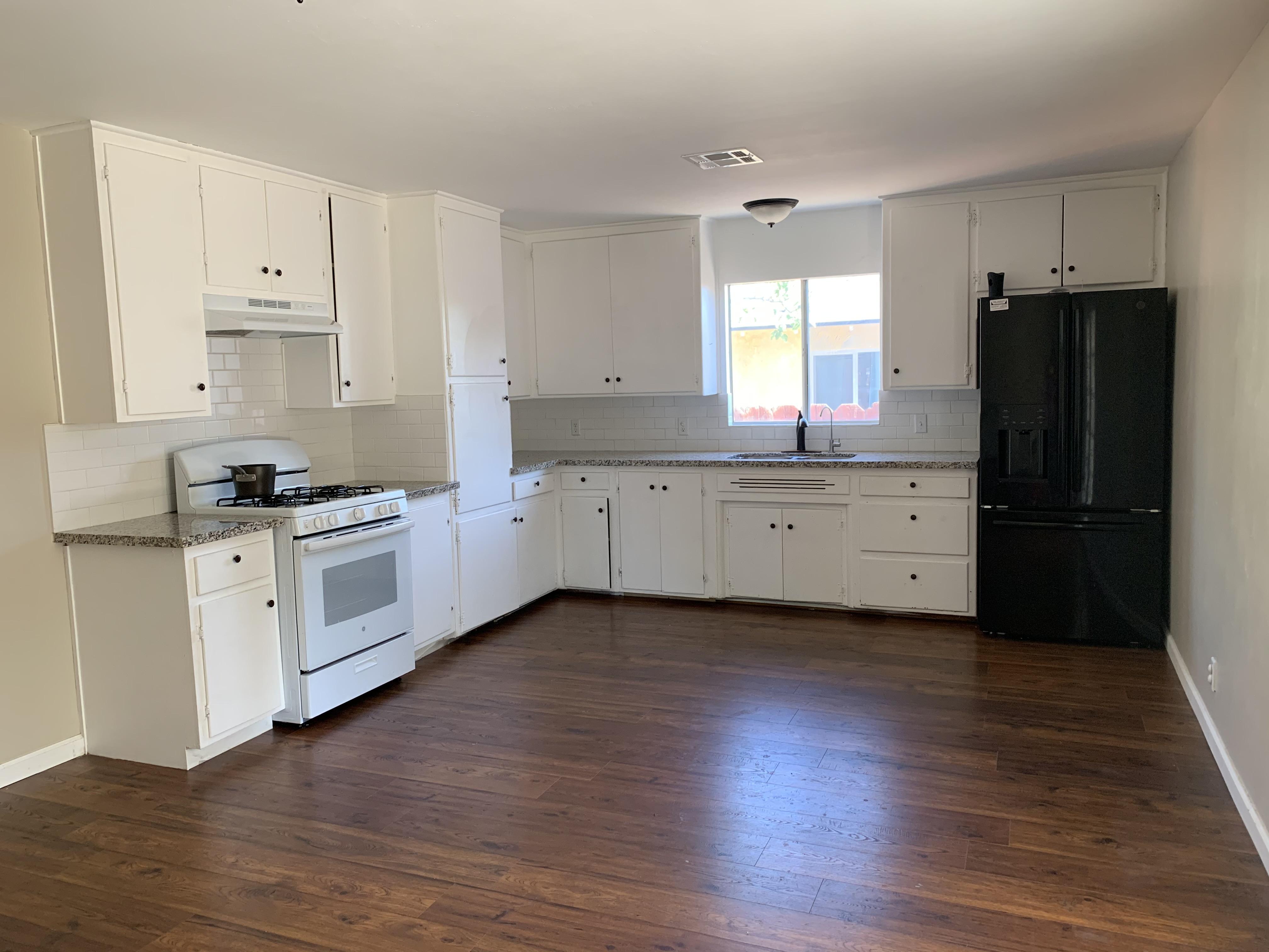 2114 Flint kitchen