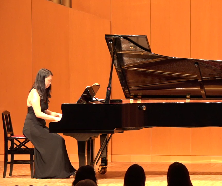浅草 入谷在住のピアニスト・音楽学研究者。バレエと声楽の伴奏で活躍中。