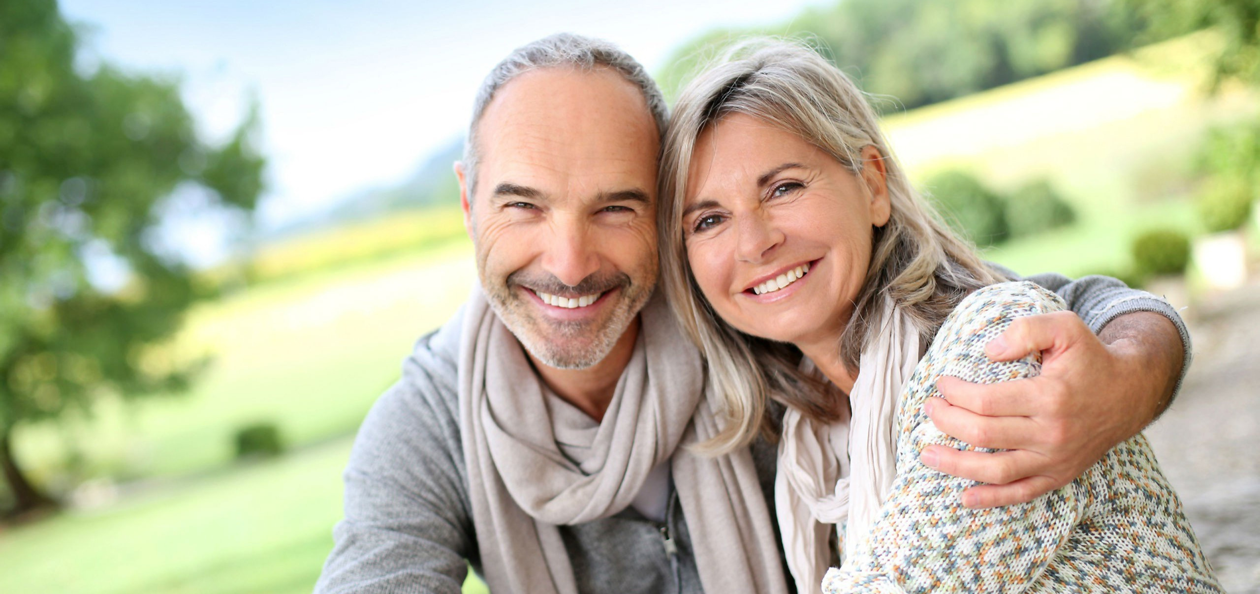 Happy-Old-Love-Couple-Smile-Images_edite