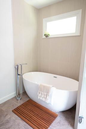 Bathroom7_Tub.jpg