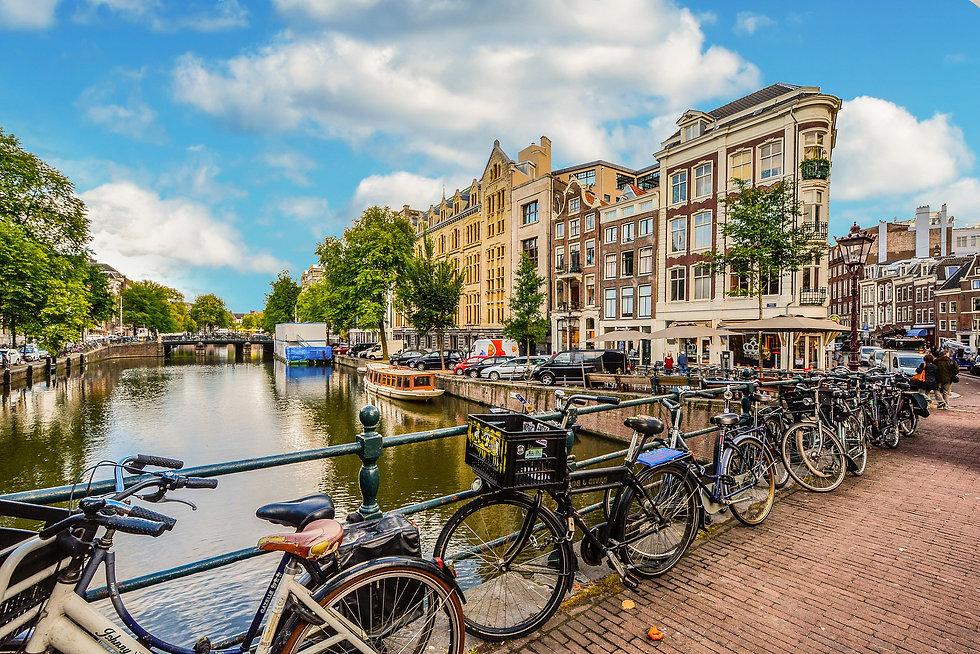 amsterdam-2241485_1920.jpg