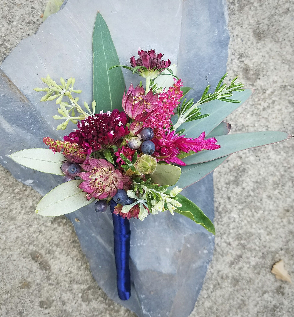 Groom's boutonniere close up