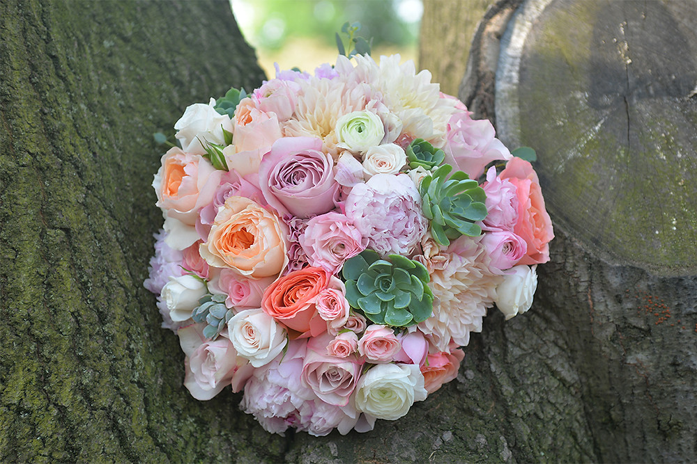Bridal bouquet by Visual Impact Design | Ryan Lazalier Photo