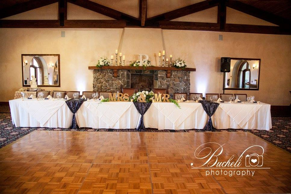 Head table centerpieces and mantel flowers by Visual Impact Design | Bucheli Photography