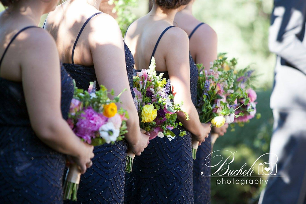 Bridesmaids bouquets by Visual Impact Design | Bucheli Photography